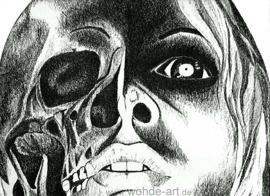 Kopf einer Frau zur Hälfte Schädel