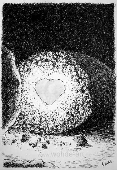 Aufgebrochener Stein mit Herz im Inneren